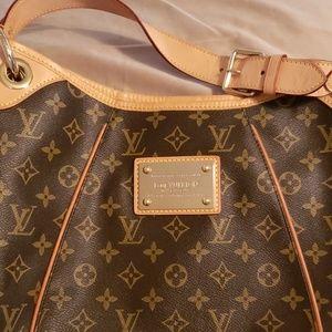 Louis Vuitton Galliera